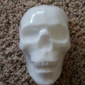 Jewelry - White skull bath bomb size 7 ring
